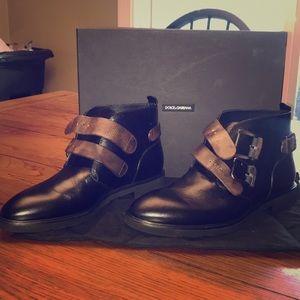 Size 9 Dolce& Gabbana buckle boot for men.